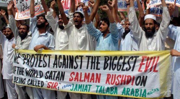 salman_rushdie_protest_pakistan_EPA