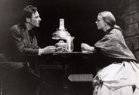 Scena-iz-pozorisne-predstave-Zlocin-i-kazna-po-romanu-Fjodora-M.-Dostojevskog-670x461