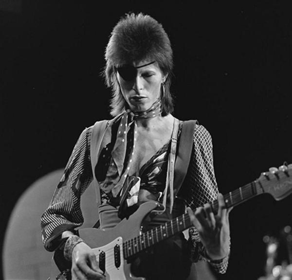 david_bowie_-_toppop_1974_10_full_landscape