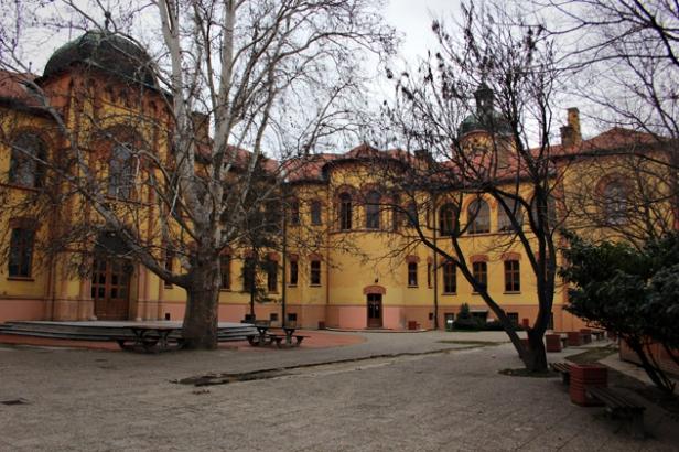 karlovacka-gimnazija-dvoriste