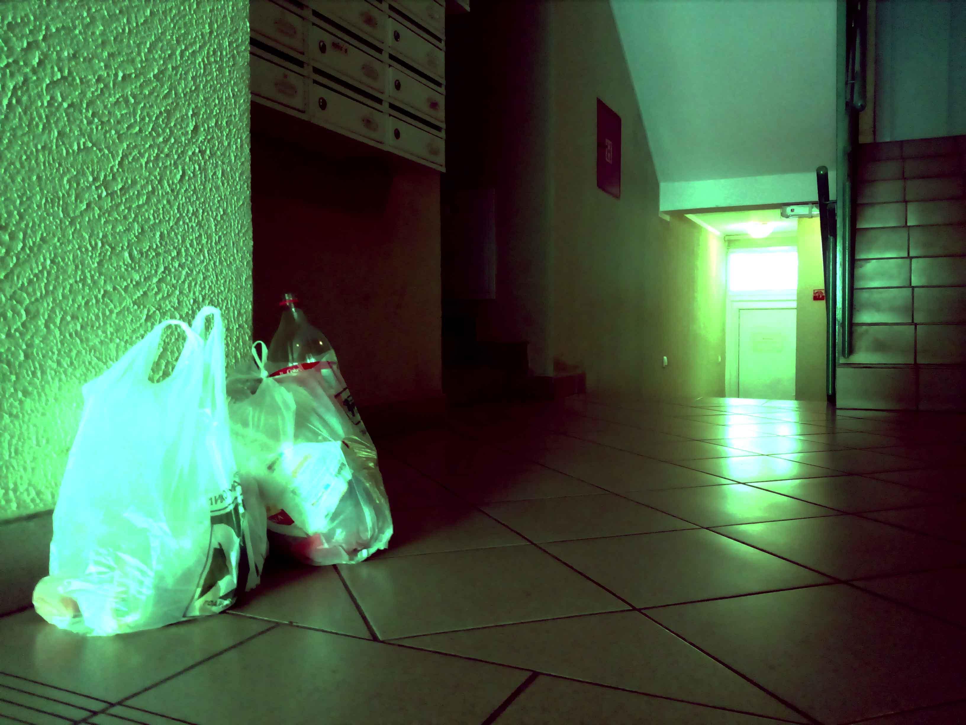 crveni-flajer-za-gospođa-isaković-dotkom-ulaz-smeće