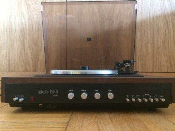 stari-gramofon-iskra-slika