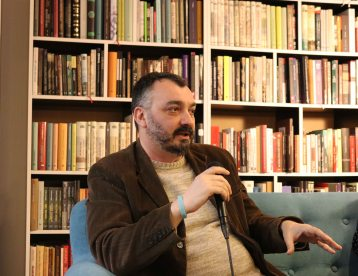 Branislav-Janković-Poslednji-cirkus-na-svetu-dotkom-nepolitikin-zabavnin-novi-sad-promocija-boolevar-books (46)